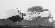 Resultado de imagem para 14 bis   Registro do famoso voo do 14 Bis em 1906 com Santos Dumont.