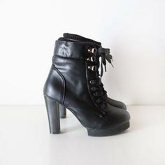 Buy 'Elli's Cabinet – Inset Warmer Lace-Up Ankle Boots' with Free International Shipping at YesStyle.com. Browse and shop for thousands of Asian fashion items from South Korea and more!