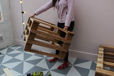 How to Build Pallet Seating With Hidden Storage - Kezzabeth Pallet Seating, Pallet Bench, Diy Pallet, Flat Ideas, Uk Homes, Pallet Creations, Built In Storage, Outdoor Storage, Home Renovation