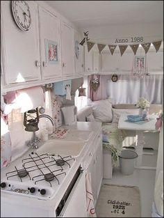 Home & Garden : Camping-car shabby chic Vintage Campers, Camping Vintage, Vintage Rv, Retro Campers, Vintage Caravans, Vintage Travel Trailers, Happy Campers, Vintage Motorhome, Vintage Airstream