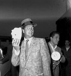 Dean Martin arriving in Rome  / AS1966