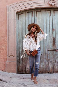 Julie sariñana in san miguel de allende, guanajuato parisian style богемная Summer Outfits Women 30s, Casual Summer Outfits, Boho Outfits, Fashion Outfits, Boho Spring Outfits, Beach Outfits, Looks Hippie, Outfits For Mexico, Feminine Mode