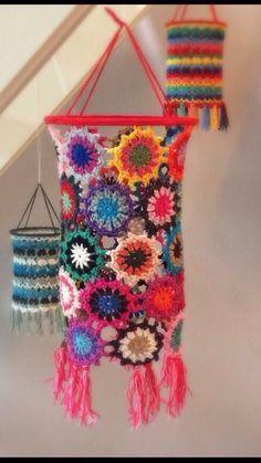 Lampe Crochet, Crochet Lampshade, Crochet Art, Crochet Crafts, Crochet Flowers, Crochet Projects, Crochet Ideas, Crochet Decoration, Crochet Home Decor