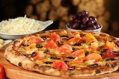 Com mussarela, queijo defumado e tomates frescos, Paulistana é a pizza eleita por pizzaria para homenagear a cidade