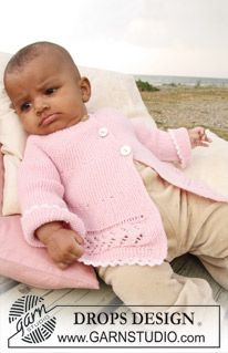 """BabyDROPS 20-12 - DROPS jacket knitted from side to side in garter st and lace pattern in """"Baby Merino"""". - Free pattern by DROPS Design"""