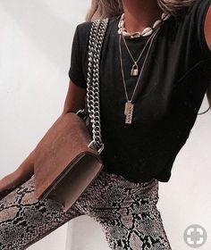23 Outfits With Snake Print Pants Black Women Fashion, Look Fashion, Fashion Outfits, Womens Fashion, Fashion Trends, Travel Outfits, High Fashion, Fashion Beauty, Cheap Fashion