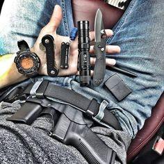 @soflo_edc - #latepost Saturday, busing morning at the house today #edcdaily #edcshowcase #edc #everydaycarry #everydaydump #pocketdump #2a #guns #2ndamendment #useyourshit #keybar #handdump #spyderco #benchmade...