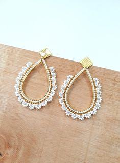 Jewelry Design Earrings, Bead Jewellery, Cute Earrings, Bridal Earrings, Bead Earrings, Beaded Jewelry, Handmade Jewelry, Crochet Beaded Bracelets, Beaded Earrings Patterns