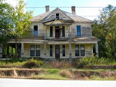 Abandoned House in Camak, a small town in Georgia. Image by SWLong, via Flickr.