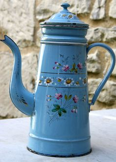 WOW love this blue/flowers coffee pot