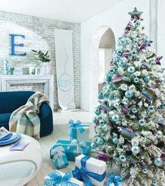 Decoración de salón navideña en color azul marino