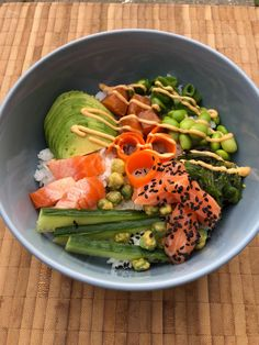 Følg madmedmartin her Poke Bowl, Edamame, Smoked Salmon, Cakes And More, Cobb Salad, Poker, Healthy Recipes, Healthy Food, Food And Drink