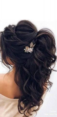 Our Favorite Wedding Hairstyles For Long Hair ❤︎ Wedding planning ideas & inspiration. Wedding dresses, decor, and lots more. diy hairstyles long 48 Our Favorite Wedding Hairstyles For Long Hair Wedding Hairstyles Half Up Half Down, Half Up Half Down Hair, Wedding Hairstyles For Long Hair, Down Hairstyles, Hairstyles Videos, Straight Hairstyles, Gorgeous Hairstyles, Hairstyles For Brides, Bridal Hair Half Up With Veil
