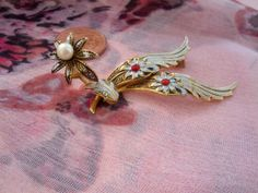 Unusual Damascene Goldtone Brooch  Wings and by WestbourneGoods, £18.00
