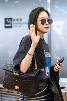 Son Na Eun Haneda international airport Apink Naeun, Son Na Eun, Korean Bands, Korean Artist, Girl Day, Asian Style, Streetwear Fashion, Kpop Girls, Girl Group
