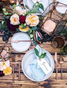Simple And Modern Table Setting Inspiration - Onechitecture Beautiful Table Settings, Wedding Table Settings, Place Settings, Table Setting Inspiration, Wedding Inspiration, Wedding Decorations, Table Decorations, Modern Table, Dinner Table