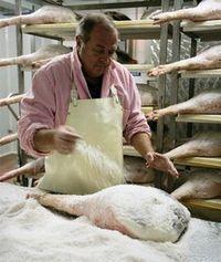 De la carne al jamón: cómo se elabora un jamón serrano