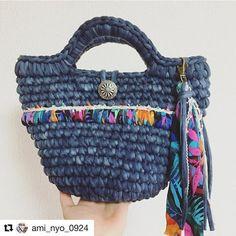 素敵な作品のご紹介ですー オリジナルヤーンを使って下さいました♡ 可愛いbagありがとうございます♡ @ami_nyo_0924 様❤️ #Repost @ami_nyo_0924 with @repostapp ・・・ * 久しぶりの完成品postです。 慣らし保育中の娘はもちろん心配だけど、なにも手につかない訳ではありません。笑 * いつまでも取っておいても仕方ないので、 秘蔵(?)のマカロニタイダイで。 柄糸は @rin.elvia さんのオリジナルヤーンです。 可愛すぎいいーー!!! 一目惚れちゃん。 糸というよりひらひらの布って感じかな。 trapのディスクみたいな?? 編むとまたそれがいい具合に * 5月の #ときすみマルシェ に持って行こうかと思っていますが… 欲しいと言って下さる方がいるようでしたら、また後日こちらでお譲りさせてもらおうかなーとも タイダイもう一色あるのでそれも編もうかな。 * * #ズパゲッティ #zpagetti #フックドゥズパゲッティ #hoookedzpagetti #マカロニ #maccaroni #Tシャツヤ...