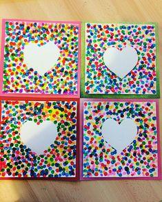 Sandra sur Instagram: DOT PAINTING : sur une feuille canson carrée 24/24 j'ai scotché un coeur au milieu. Les enfants ont utilisé des marqueurs bingo pour…