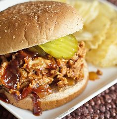 Slow cooker pulled chicken is THE BEST dinner recipe ever. Slow cooked chicken with smoky barbecue sauce until it's tender and juicy. Pulled Chicken Recipes, Slow Cooked Chicken, Chicken Meals, Best Crockpot Recipes, Slow Cooker Recipes, Easy Recipes, Crockpot Dishes, Summer Recipes, Hamilton Beach Slow Cooker