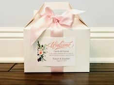 Welcome your wedding guests with personalized stickers! These custom stickers are perfect for hotel welcome gable boxes and gift bags. Personalized Stickers, Personalised Box, Custom Stickers, Personalized Gifts, Wedding Welcome Bags, Wedding Favors, Wedding Souvenir, Wedding Tags, Diy Wedding