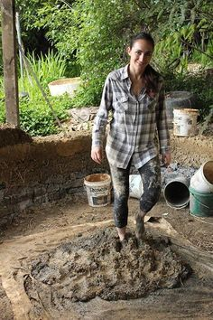 The build up and creating of our communities has a large effect on our natural habitat, green building helps decrease that often influence. Cob Building, Green Building, Building A House, Tiny Homes, New Homes, Earthship Home, Adobe House, Tadelakt, Natural Homes