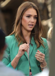 Fresh Face Jessica Alba with Long Straight Cut Hair Pictures