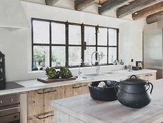 Kitchen by Lizarriturry Tuneu architects