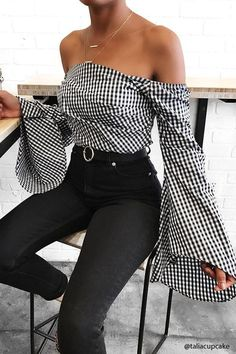 Cute top off shoulder 10 Tendências de moda 2017 in Alone With a Paper Off The Shoulders *Clique para ver post completo* Mode Outfits, Casual Outfits, Fashion Outfits, Womens Fashion, Fashion Trends, Fashion Fashion, Fashion Ideas, Woman Outfits, Fashion Sale