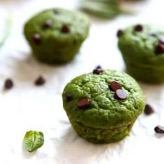 Gluten-free vegan spinach muffins with chocolate chips. Gluten-free vegan spinach muffins with chocolate chips. Gluten-free vegan spinach muffins with chocolate chips. Spinach Muffins, Savory Muffins, Protein Muffins, Healthy Muffins, Healthy Food, Healthy Sweets, Eating Healthy, Clean Eating, Chocolate Chip Muffins