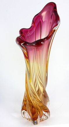 Vintage Large Murano Art Glass Vase Pink and by JollyPollyPickins. Could a piece of glass be any prettier? Murano Glass Vase, Glass Ceramic, Fused Glass, Stained Glass, Blown Glass Art, Sea Glass Art, Art Nouveau, Cristal Art, Glas Art
