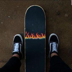 Painted Skateboard, Skateboard Deck Art, Skateboard Design, Skateboard Girl, Penny Skateboard, Beginner Skateboard, Skate Photos, Estilo Indie, Skate Girl