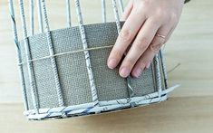DIY Körbchen aus Zeitungspapier basteln | A PARTY Magazin Paper Crafts, Diy Crafts, Craft Work, Basket Weaving, Projects To Try, Make It Yourself, Crafty, How To Make, Home Decor