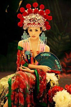 十人十色 (jūnin toiro) Literally: ten men, ten colors This means: To each his/her own. / Different strokes for different folks. Asian Style, Chinese Style, Chinese Art, Oriental Fashion, Asian Fashion, Wicca, Tableaux Vivants, Chinese Opera, Fantasias Halloween