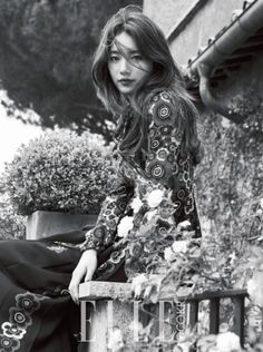 Elle has released the second part of Suzy's Roman princess photoshoot! In the new photos, Suzy can be seen modeling more gorgeous gowns from Valentino's Fall 2015 RTW collection. Korean Beauty, Asian Beauty, Korean Celebrities, Celebs, Miss A Suzy, Idole, Elle Magazine, Cosmopolitan Magazine, Instyle Magazine