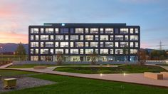 This new administrative building, which includes the new European headquarters of HP Inc. and HP Enterprise is located in the Meyrin-Satigny Industrial Park . Construction, Apple News, Apple Products, Make It Simple, Multi Story Building, Product Launch, Architecture, Easy, Facades