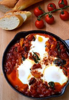 Spicy Tomato Baked Eggs | 31 Low-Carb Breakfasts For A Healthy Spring