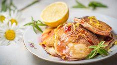 Rychlovka na svačinu nebo snídani: přesně to splňují tyhle svěží avoňavé lívanečky ztvarohu. Jejich tajnou ingrediencí jsou čerstvé citrony, které jim dodávají nádhernou vůni aneotřelou chuť. Ricotta, Turkey, Meat, Cooking, Food, Lemon, Kitchen, Turkey Country, Essen