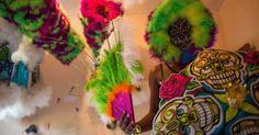 """""""Invisível"""", carnaval de bate-bolas mobiliza centenas de pessoas no Rio  Carnaval de rua, Bate bola, Clóvis, Carnaval Secreto, Brasil, Fantasias, Máscaras, Rio de Janeiro, RJ, Cultura Brasileira, Tradição, Tradicional, Brazilian Culture, Secret Carnival, Fogos, Saída da turma"""