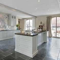 Etonnant Talk About A Spacious Kitchen! The Best Parties Are The Ones Where Everyone  Is Gathered. Slate Floor ...