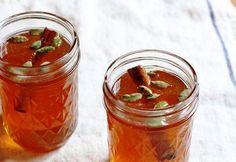 Το φυσικό «λιποδιαλυτικό της γιαγιάς» με μέλι, κανέλα και λεμόνι Το μέλι περιέχει βιταμίνες, μέταλλα, βελτιώνει τη λειτουργία του πεπτικού συστήματος και βο
