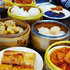 Dim Sum one my favorite brunch. What is your favorite dish?? #dimsum #dumping #buns #chickenclawa #stickyrice #chinesebroccoli #bemaifoodie