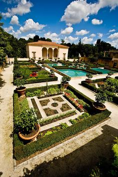 Italian Garden - Hamilton, New Zealand.. this is one of my favorites at the gardens! :)