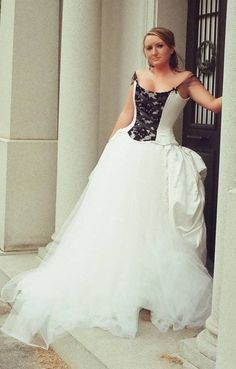 Black And White Corset Wedding Dresslike sleeves