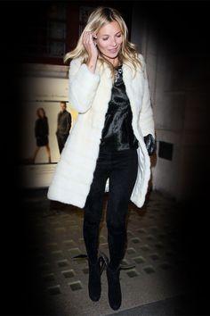 La fourrure blanche de Kate Moss http://www.vogue.fr/mode/look-du-jour/articles/le-look-black-white-de-kate-moss/18139