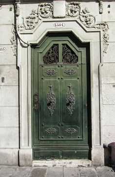 Wonderful Green Door by Jocelyn Kinghorn, via Flickr Venice, Italy