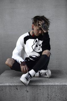 Frío❄Por fuera. CalidoPor Dentro.🔥 Tomboy Fashion, Dark Fashion, Mens Fashion, Boy Tattoos, Tattoos For Guys, Poses For Men, Tattoo Magazines, Hair And Beard Styles, Hair Styles