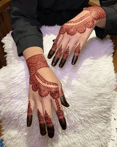 Circle Mehndi Designs, Finger Mehendi Designs, Pretty Henna Designs, Mehndi Designs For Kids, Engagement Mehndi Designs, Henna Tattoo Designs Simple, Mehndi Designs Feet, Back Hand Mehndi Designs, Latest Bridal Mehndi Designs