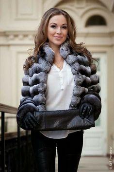 Fur Fashion, Winter Fashion, Womens Fashion, Chinchilla Coat, Fox Fur Coat, Fur Coats, Coat Outfit, Stunning Brunette, Classy Winter Outfits