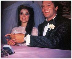 Inexpensive Wedding Venues In Nj Lisa Marie Presley, Priscilla Presley Wedding, Elvis E Priscilla, Elvis Presley, Graceland Elvis, Elvis Wedding, Wedding Vows, Affordable Wedding Invitations, Inexpensive Wedding Venues